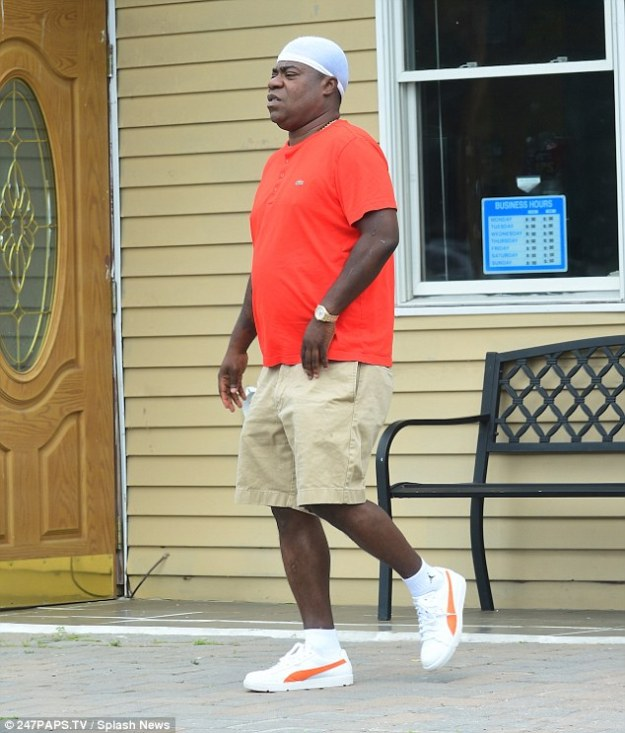 Getting better: Tracy Morgan showed he's on the mend, when he was pictured walking without the aid of a cane for the first time since he was involved in a life-threatening car crash in June last year Read more: http://www.dailymail.co.uk/tvshowbiz/article-3170195/Tracy-Morgan-pictured-walking-without-cane-time-year-horrific-crash-left-fighting-life.html#ixzz3gk8DmvmY  Follow us: @MailOnline on Twitter | DailyMail on Facebook