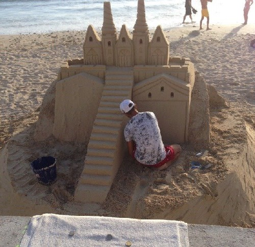 Dutch holiday goers destroying this man's sand sculpture Poor man. He's building it up again. Read more at http://www.liveleak.com/view?i=d4b_1440077690&use_old_player=1#TFM0VmCjeZrzVAOh.99
