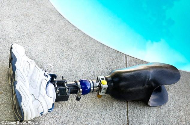 Cops Put House Arrest Bracelet On Criminal S Prosthetic Leg